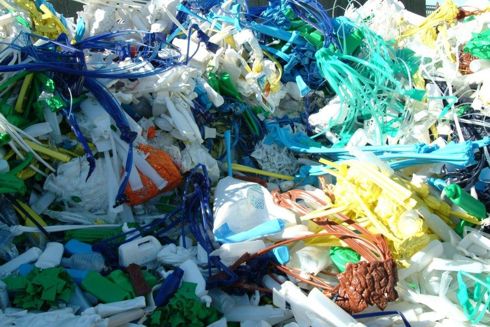 foto rifiuti in plastica
